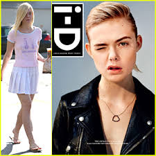 how old is dakota fanning elle fanning wants to work with sister dakota in movies again but