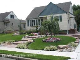Small Yard Landscaping Ideas Best 25 Front Walkway Landscaping Ideas On Pinterest Front Yard