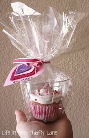 25 cupcake wedding favors ideas 25 totally clever ideas plastic cups ideas