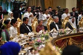 sultan hassanal bolkiah wives leaders and royals attend banquet to mark brunei sultan u0027s golden