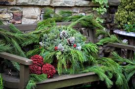 Christmas Decorations For Outdoor Bench by 17 Fabulous Christmas Garden Decoration Ideas For A Festive Front Yard