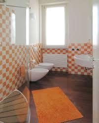 quanto costa arredare un bagno arredare un bagno piccolo bagno piccolo con piastrelle a quadri