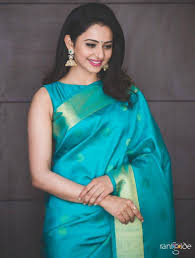 model rakul preet singh wallpapers actress rakul preet singh photos in traditional green saree