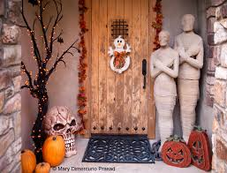 50 chilling and thrilling halloween porch decorations front