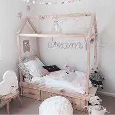 chambre enfant m une maison dans la chambre enfant blanc bois déco