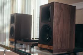 most beautiful speakers first impression the sixes powered speakers klipsch