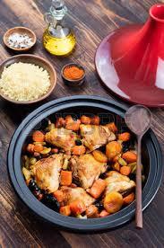 cuisine marocaine traditionnelle tagine de poulet et de légumes cuits cuisine marocaine
