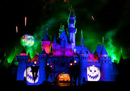 disneyland dials up the spooky fun for halloween 2017