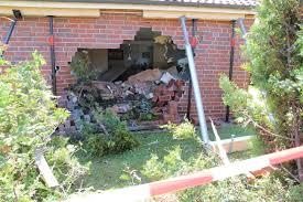 Wohnzimmer Bremen Jobs Unfall In Altenwalde Auto Landet Im Wohnzimmer