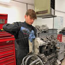 porsche technician tuthill porsche apprenticeships the next generation