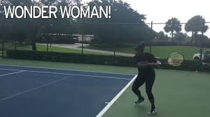 heavily pregnant serena williams is still playing tennis with