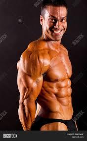 machos vergones fotos gratis imagen y foto culturista macho flexionando los m bigstock