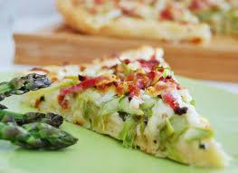 cuisiner asperges la pizza aux asperges vertes qui d étonne a l heure du brunch
