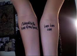 tatouage phrase dans le creux du bras tatouage de phrases et de