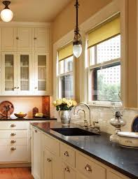 Kitchen Design Countertops by Best 25 Bungalow Kitchen Ideas On Pinterest Craftsman Kitchen