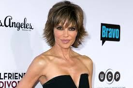 how does lisa rinna cut her hair lisa rinna debuts new look see pics of new hairstyle the daily dish