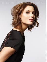 medium length bob hairstyles wavy hair women medium haircut