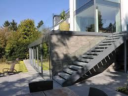 metallbau treppen treppen geländer metall und glas