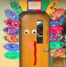 30 cool classroom doors to bring in the fall season at