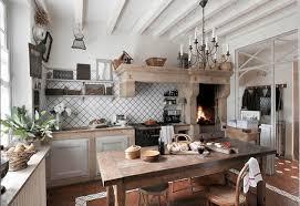 piastrelle cucine quali sono le caratteristiche che devono possedere le piastrelle