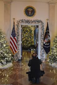 home alone christmas decorations melania unveils the first trump christmas white house daily mail
