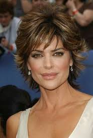 texture of rennas hair to copy lisa rinna s short hair work in styling creme to build