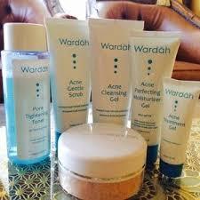 Bedak Tabur Wardah Anti Acne tinggalkan wajah berjerawat dengan rangkaian wardah acne series ini