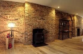 panneau fausse brique comment poser des briques décoratives sur un mur intérieur