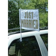 drapã e mariage de voiture just married