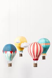 bricolage chambre bébé diy un mobile bébé montgolfières