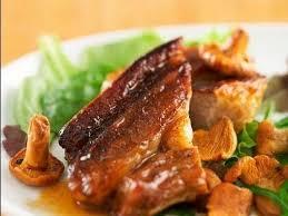 comment cuisiner le tendron de veau recette de tendron de veau au jus aillé et girolles poêlées facile