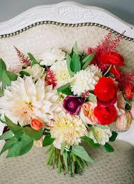 common wedding flowers 12 popular wedding flowers ceremony flowers bouquets