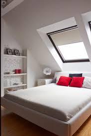 Einrichtungsideen Schlafzimmer Farben Polsterbett In Creme Und Wanddeko In Der Nische Dachbodenausbau