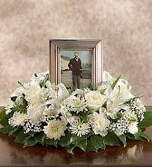 flowers for funeral services best 25 memorial flowers ideas on funeral flowers