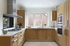 honey oak kitchen cabinets with wood floors what type of laminate looks best with oak cabinets