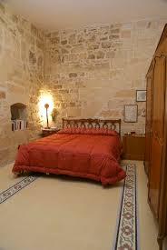 chambre chaude chambre à coucher rustique chaude photo stock image 4873378