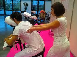 sur chaise sur chaise ergonomique amma calmer par le toucher