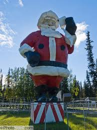 santa claus house north pole ak world s largest santa claus statue north pole alaska usa