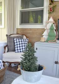 50 most appealing christmas porch decor ideas for a vibrant look simple and easy christmas porch decoration