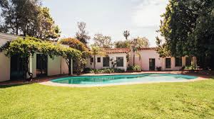 monroe house marilyn monroe s last house lists for 6 9 million