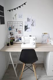 planche de bureau ikea ma partie du bureau organisée en petit coin couture avec une