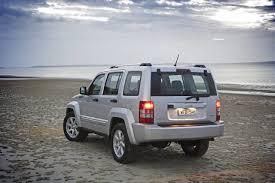 jeep cherokee silver buyer u0027s guide jeep kk cherokee 2008 13