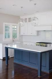 White Blue Kitchen A Straight Up Classy Kitchen This Navy Blue And White Color
