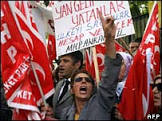 Turquia condena lei francesa sobre 'genocídio' armênio