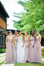 does the maid of honor wear the same dress as bridesmaids quora