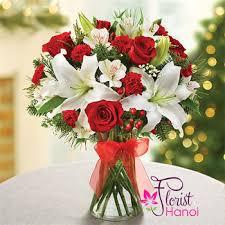 christmas flower arrangements flower arrangement