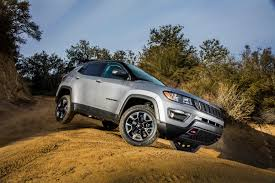 jeep trailhawk lifted stepping on the cherokee u0027s toes 2017 jeep compass first drive
