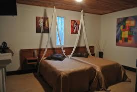 chambre et literie vaste chambre literie confortable photo de chambres d