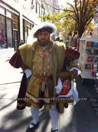 nasty halloween costume ideas nasty king henry viii costume with a bloody head in a basket