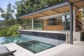 cuisine d été en bois design exterieur piscine à débordement moderne terrasse cuisine été